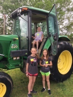 CTE 4th Graders Visit Dixie's Farm Day