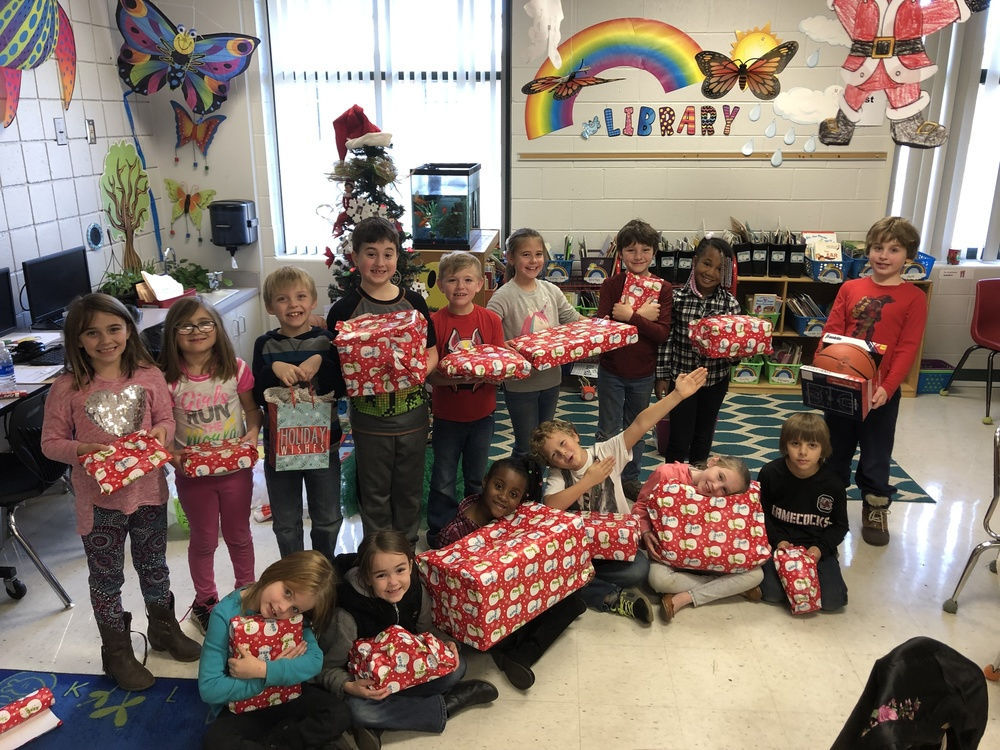 Cherokee Trail Second Graders Give Back