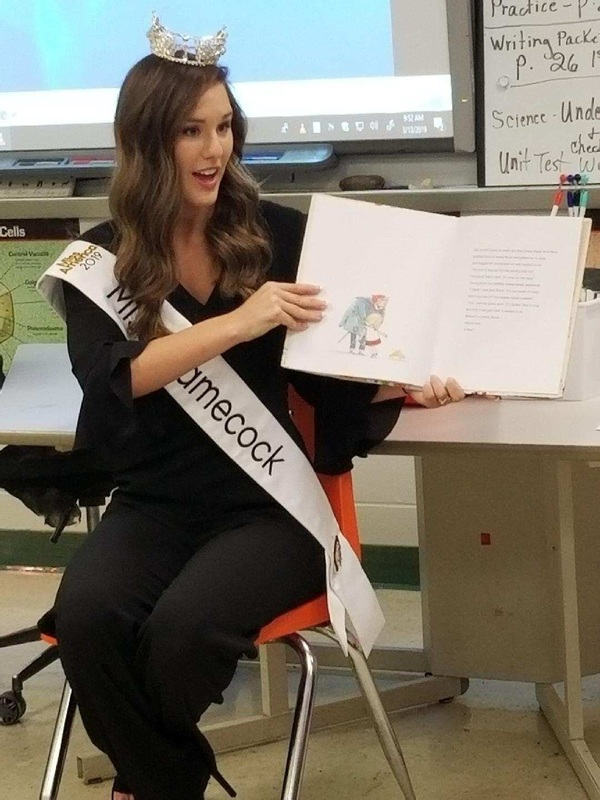 Ms. Gamecock reads book to children